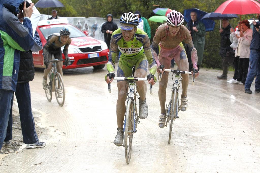 Vincenzo Nibali sleurde Basso door moeilijke tijden in de Giro van 2010. Foto - Sirotti