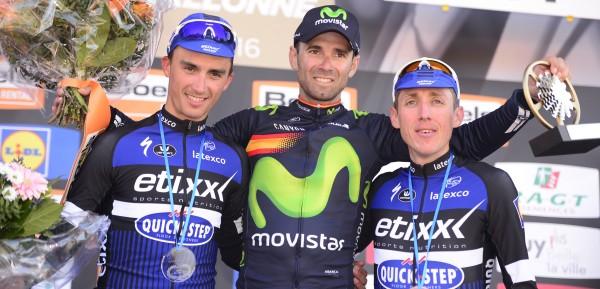 Alaphilippe en Martin flankeren Valverde op het podium - foto: Sirotti