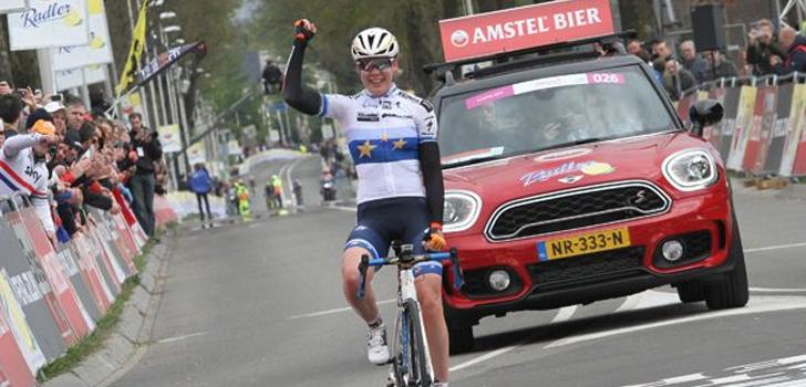 Jarige Van der Breggen doet zichzelf vierde Waalse Pijl cadeau