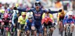 Tim Merlier verslaat Mark Cavendish met overmacht in GP Monseré